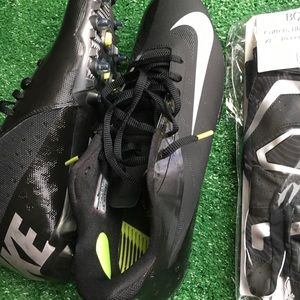 NIKE CLEATS 11.5 CUTTERS GLOVES XL COMBO - NEW